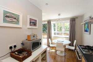 A kitchen or kitchenette at West Kensington