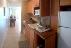 A kitchen or kitchenette at Cond. Marina Lanais