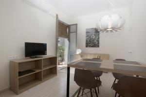 A television and/or entertainment center at Centric Sagrada Familia Apartments