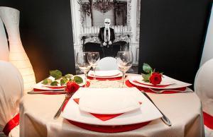 Apartment Black Red White
