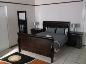 Stone Crescent Hotel