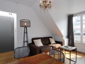 A seating area at Appart'Tourisme Paris Porte de Versailles