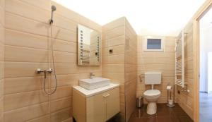 A bathroom at Central Apartment Budapest