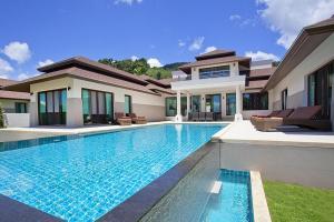 The swimming pool at or near Koh Chang Wave Villa A