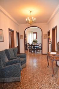 A seating area at Dimora Novecento
