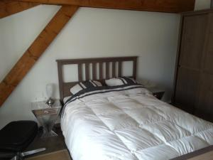 A bed or beds in a room at Le Gîte de Chérisey