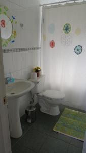 A bathroom at Cabaña Laguna Aculeo