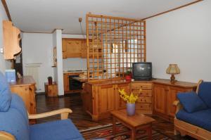 Een zitgedeelte bij Residence Casa Cavalese