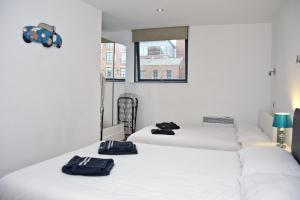 A bed or beds in a room at Manchester Knights