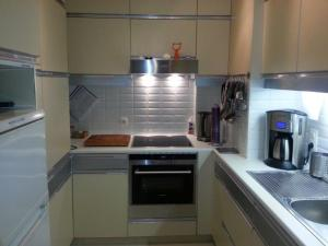 A kitchen or kitchenette at Appartement aan Zee Oostende