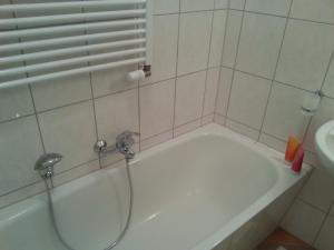A bathroom at Apartment Stadtoase Wilmersdorf