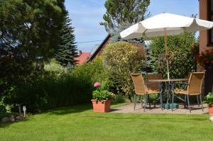 A garden outside Ubytování v soukromí Rázlovi