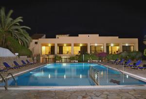 The swimming pool at or near Ipsos Holidays