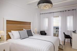 A bed or beds in a room at Azzurro Suites