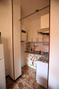 A kitchen or kitchenette at Appartamenti Felicita