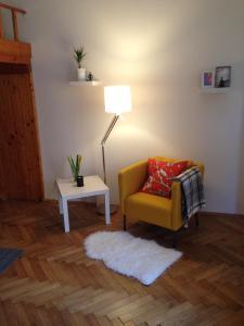 Area tempat duduk di Apartment Kozi