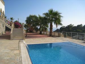 Der Swimmingpool an oder in der Nähe von Holiday Home Gazipasa