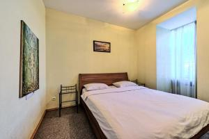A bed or beds in a room at Oksana's Apartments - Nevsky 88