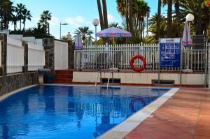 The swimming pool at or near Apartamentos Oasis Maspalomas