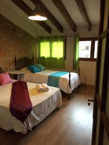 En eller flere senger på et rom på Ca na Francina