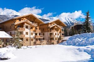 Lagrange Vacances Le Hameau du Rocher Blanc during the winter