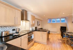 A kitchen or kitchenette at London Serviced Apartments