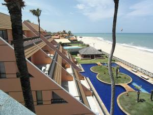 Vue sur la piscine de l'établissement Cumbuco Ocean View ou sur une piscine à proximité