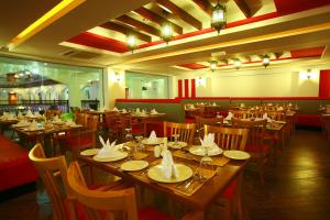 A restaurant or other place to eat at Crystal Suites