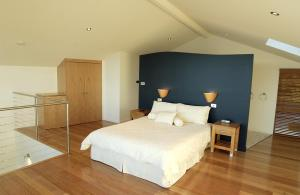 A bed or beds in a room at Wheelhouse Apartments