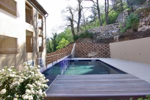 The swimming pool at or near Appartement La Tour