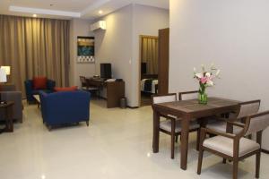 Golden Phoenix Hotel - Manila