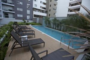 The swimming pool at or near Urbano Apartments Miraflores Pardo