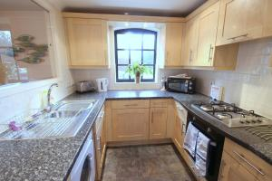 A kitchen or kitchenette at Holters Mill Executive