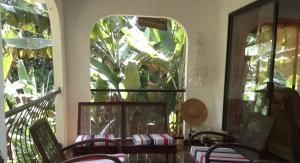 A balcony or terrace at Papaya Guesthouse