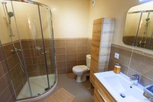 A bathroom at Villa Serafina Apartements