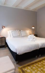 A bed or beds in a room at Cityden Old Centre Serviced Apartments