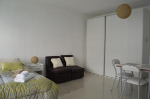 A seating area at Apartamento Ocio