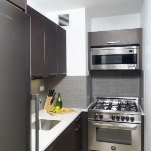 Una cocina o zona de cocina en Oakwood at the Nash