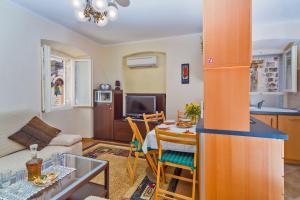 Maru Apartments