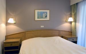 A bed or beds in a room at Domein Westhoek Apartment