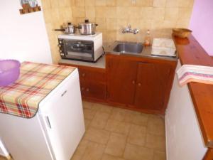 Η κουζίνα ή μικρή κουζίνα στο Irini Studios