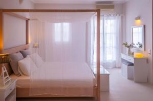 Letto o letti in una camera di Milos Bay Suites