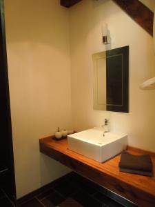 A bathroom at Gites Le Grand Tornage