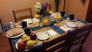 Breakfast options available to guests at Arrabal de San Benito I