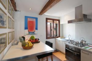 A kitchen or kitchenette at Ca' Della Fornace
