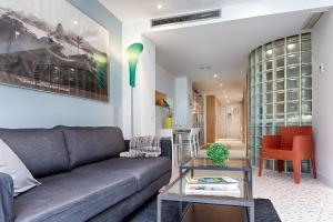 A seating area at Habitat Apartments Pedrera
