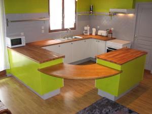 Cuisine ou kitchenette dans l'établissement Domaine Saint-Joly