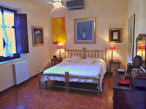 A bed or beds in a room at Villa Giardini