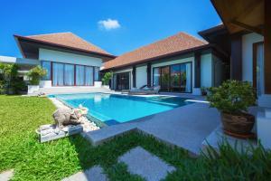 Villa Iorangi by TropicLook: Suksan Style Rawai Beach