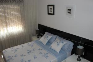 A bed or beds in a room at Apartament Llorenç